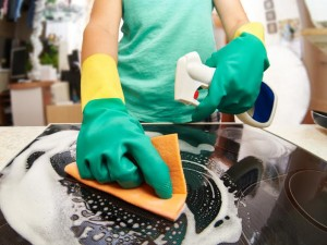 Cleaning kitchen utensils