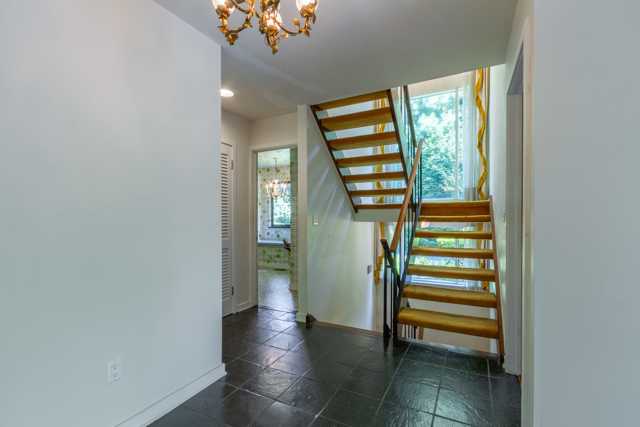19 Canaan Close Stairs