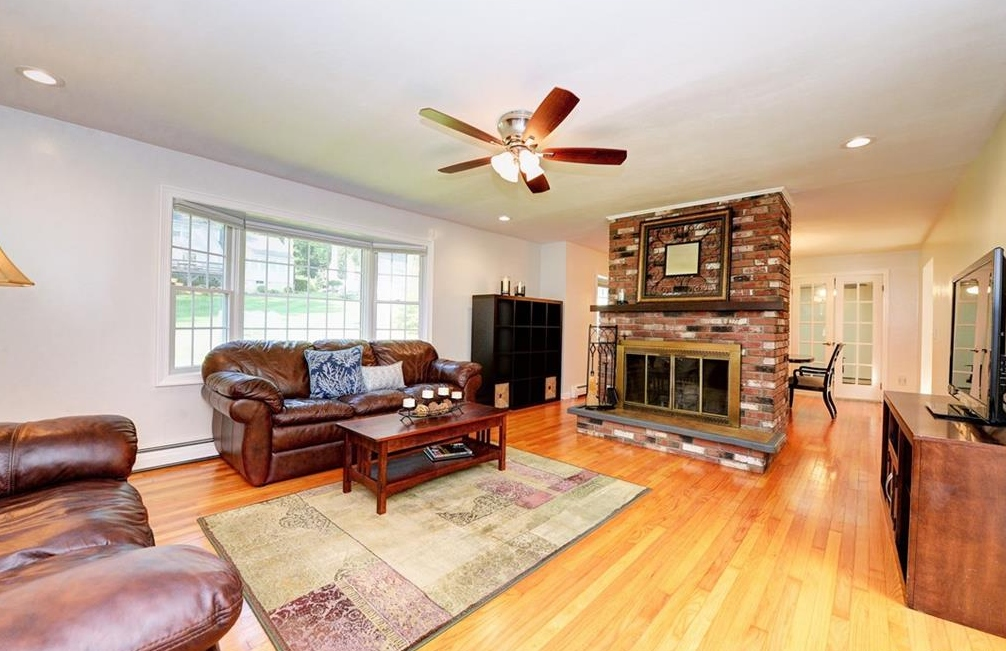 107 Lamplighter Lane- Living Room